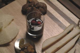 チーズと季節のフルーツ バルサミコ酢を添えて