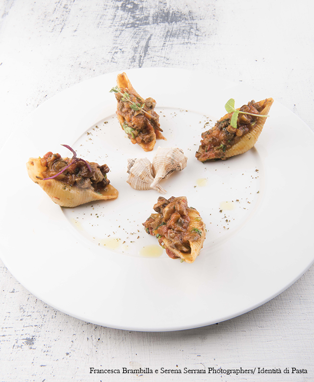 アカニシ貝のボローニャ風ラグーのコンキリオーニ
